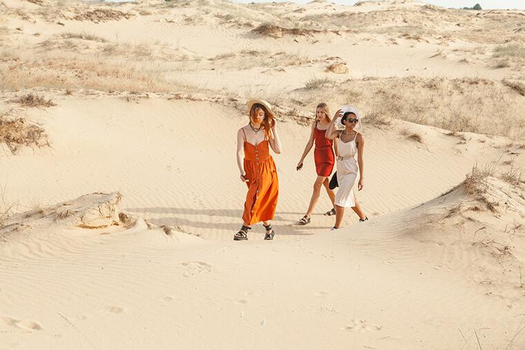 В горячих песках