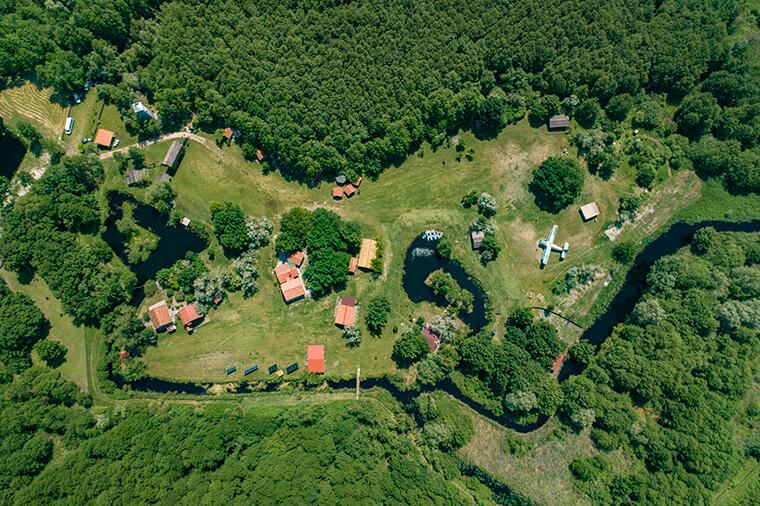 База зеленого туризму у лісі