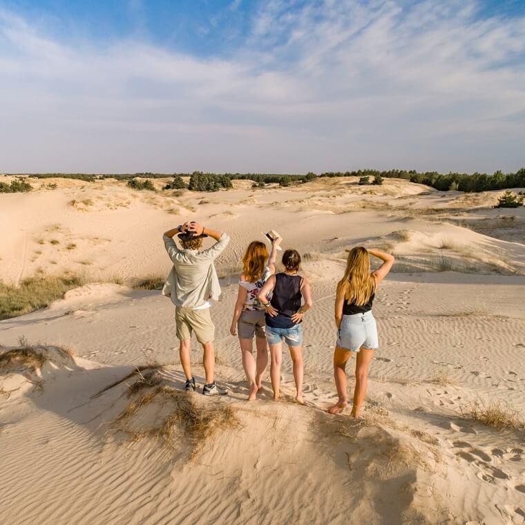 Туристи в пустелі