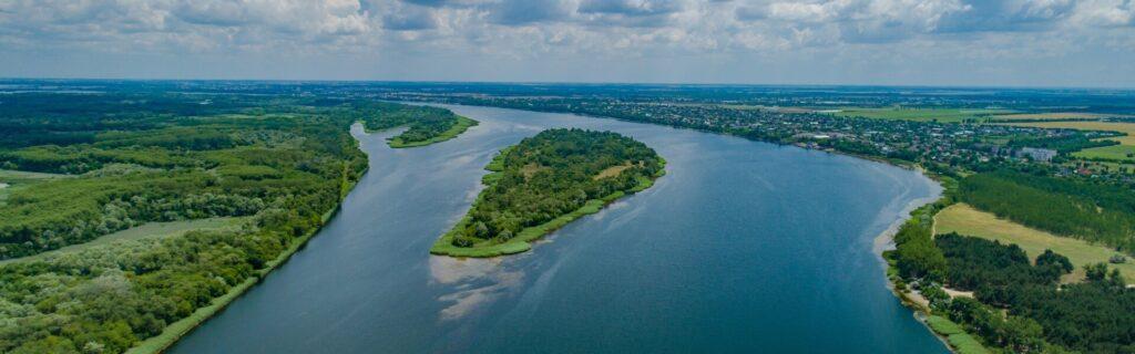 Топ-7 дивовижних островів України, куди варто поїхати кожному