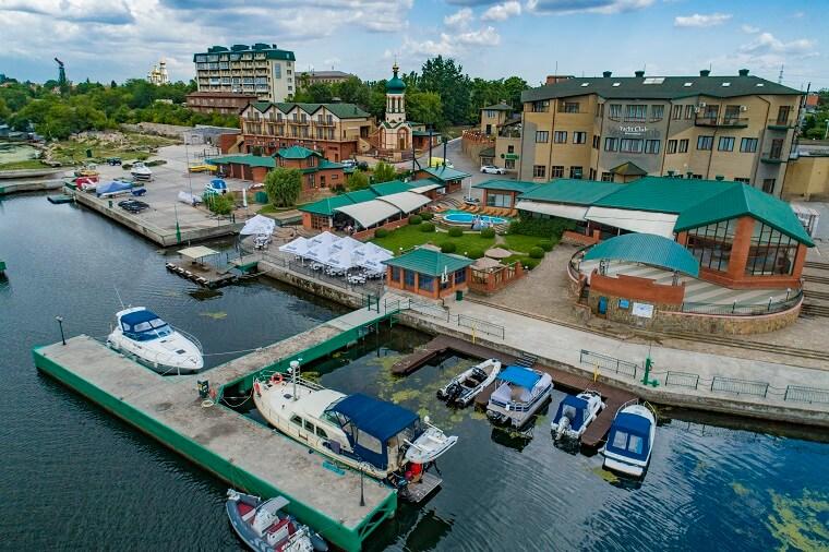 Яхт-клуб у Каховке