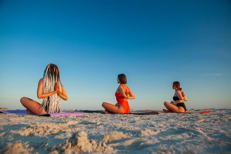 Йога на закаті