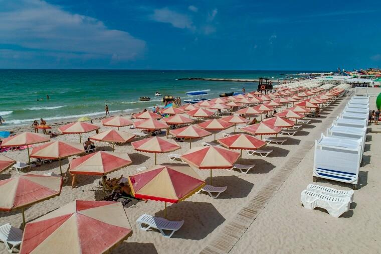 Zaliznyi Port beach