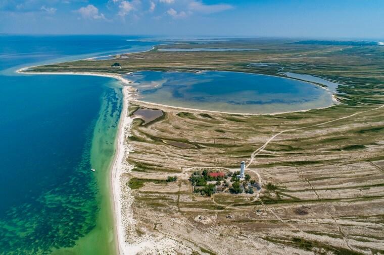 Маяк возле моря