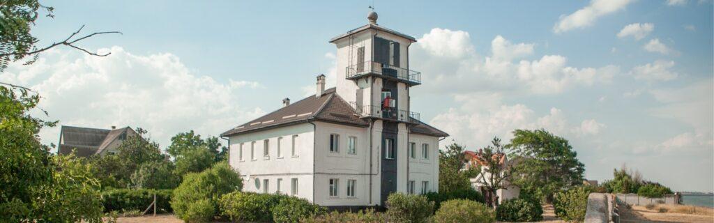 Генический береговой маяк