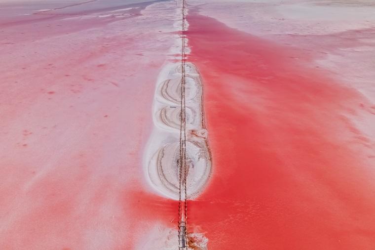 Рожеві озера на півдні України