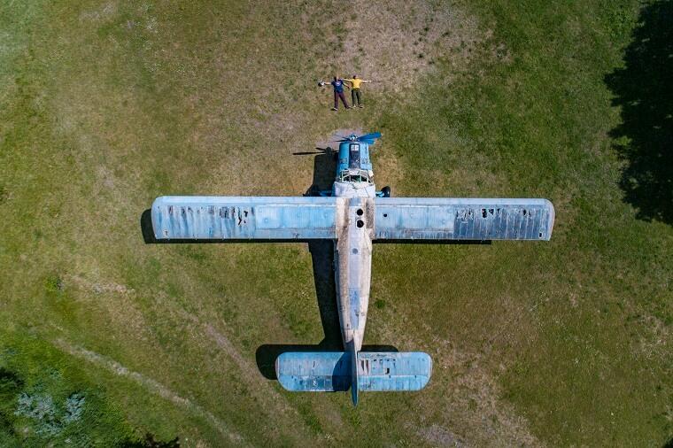 Літак у полі