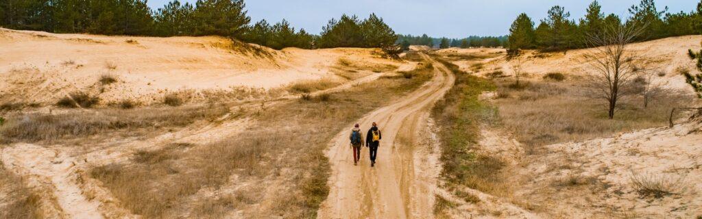 Хайкинг в Олешковских песках: все что нужно знать про поход в украинскую пустыню