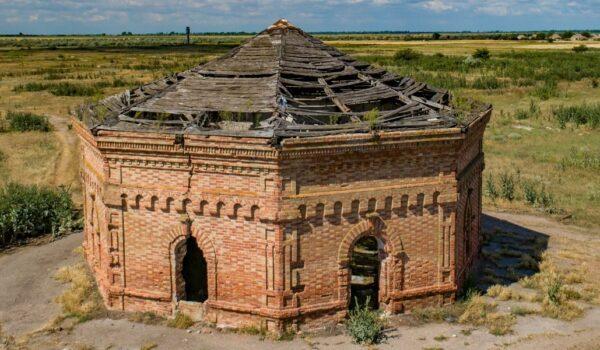 The Masonic Temple in Kruhloozerka Village