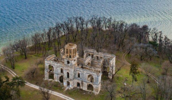 Замок Фальц-Фейнов в Новоалександровке